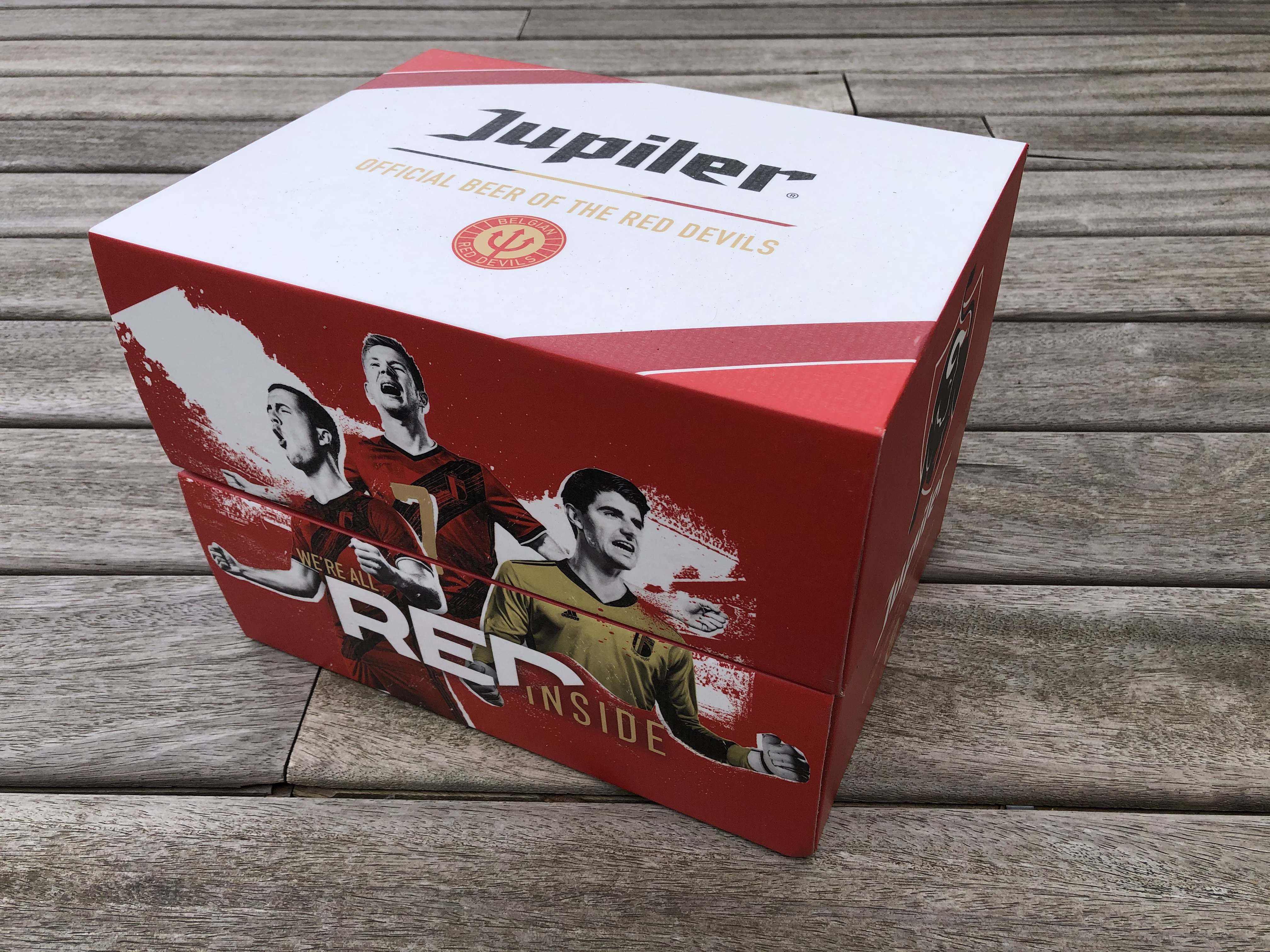 Jupiler - We're all red inside